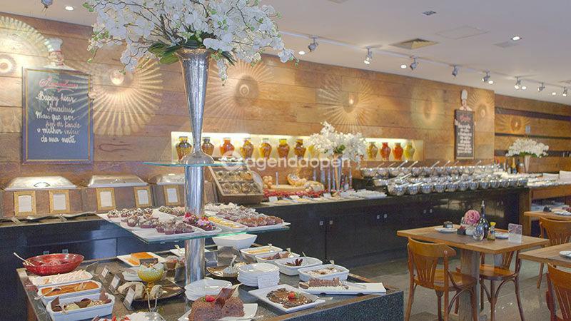Royal Savassi Boutique Hotel localizado em Savassi, Belo Horizonte tem 2 salas e espaços para Reunião e Evento. Alugue sala para reunião, palestra, workshop, apresentação, e muito mais!